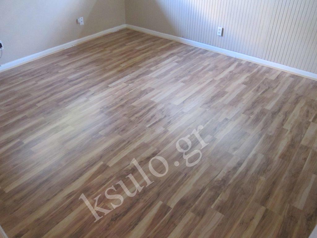 Ξύλινο πάτωμα υπνοδωματίου.