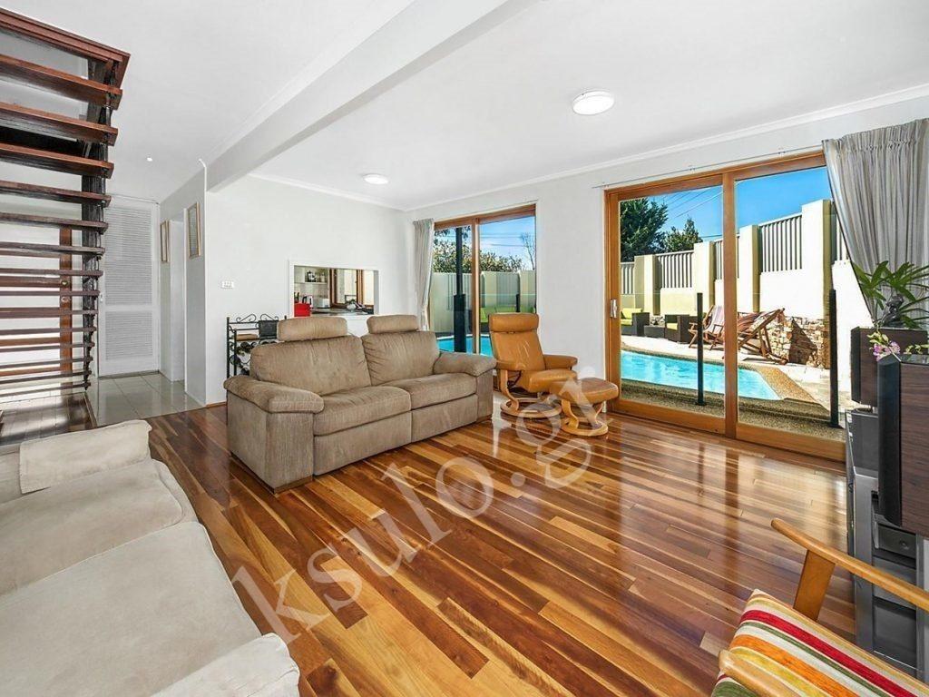 Ξύλινο πάτωμα εξοχικής κατοικίας.