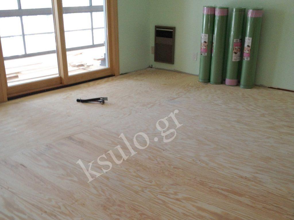 Ξύλινο πάτωμα σε σχολή χορού.
